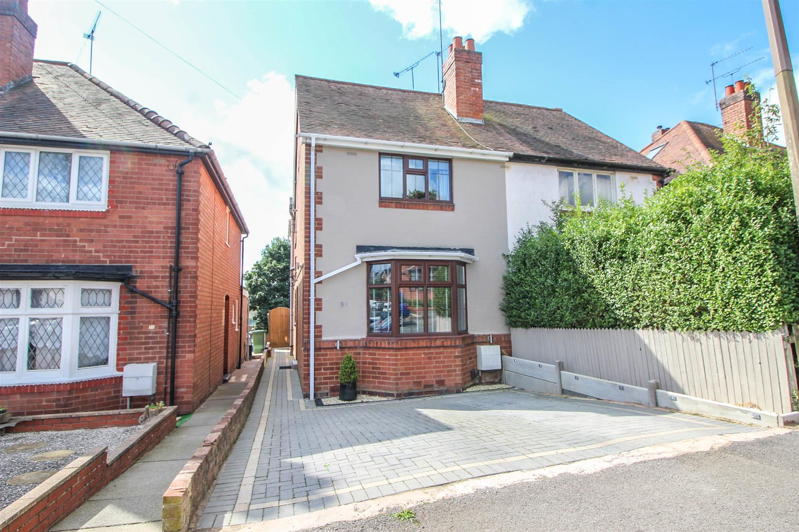 2 Bedrooms Semi Detached House for sale in The Meadway, Redditch